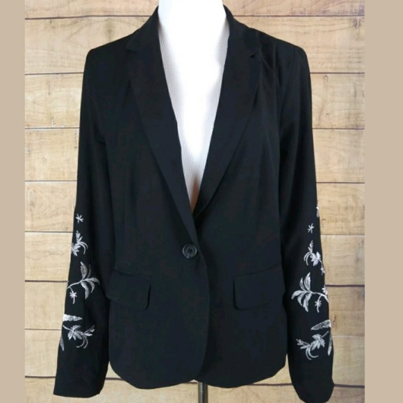 who what wear Jackets & Blazers - NWOT black embroidered sleeve blazer